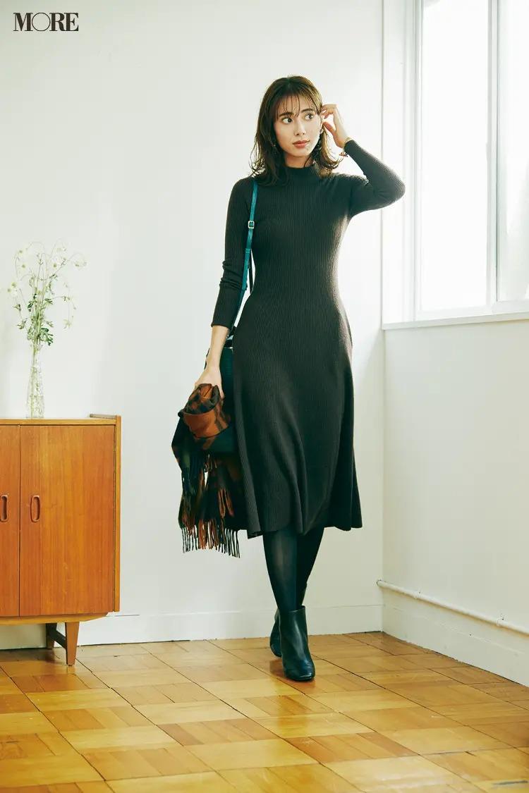 【ニットワンピースコーデ】フレアワンピのダークブラウン~黒の大人モードな装いに小物で素敵に