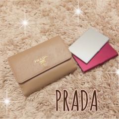 愛用財布は【PRADA】♡二つ折り派さん必見の≪カード収納術≫も紹介!