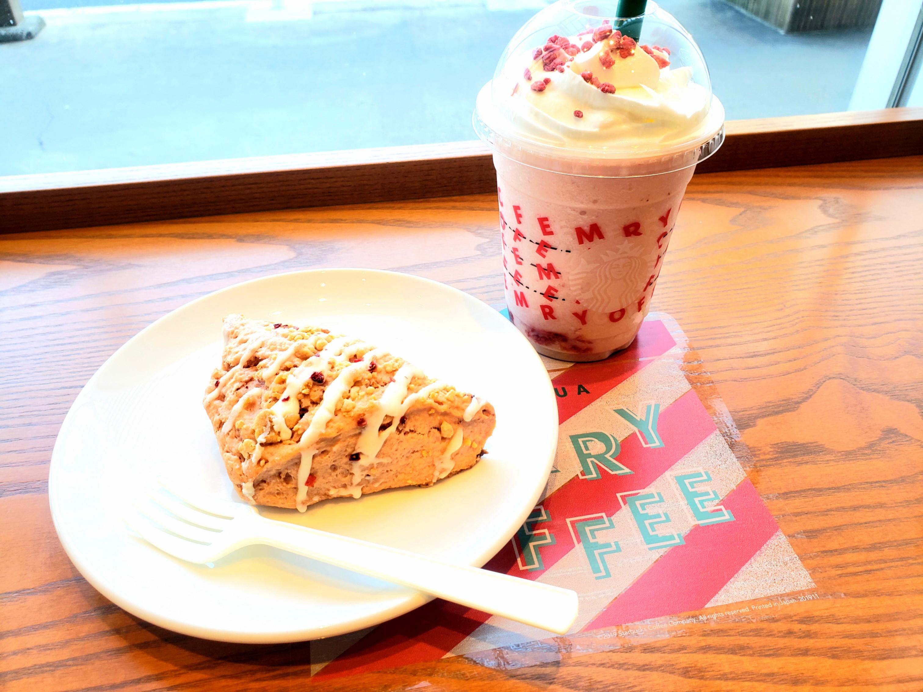 【スタバ】9日から新カスタマイズ!可愛くストロベリー三昧なメリーストロベリー ケーキ フラぺチーノ♡_1