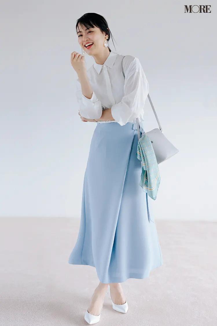 【おしゃれなレディースシャツコーデ】小物も白&ブルー系で揃えて初夏にぴったりの爽やかベーシックが完成!