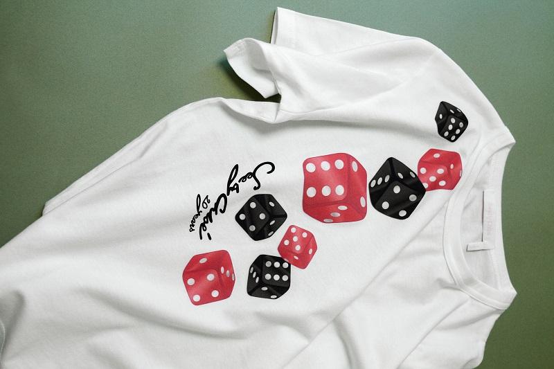 シーバイクロエ20周年記念コレクション。ダイス柄のTシャツ