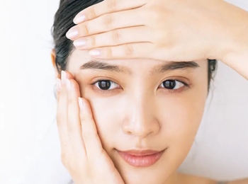 保湿力アップ!正しい化粧水の塗り方をレクチャー♪ 鈴木えみさん流『ニベア』の使い方【今週のビューティ人気ランキング】