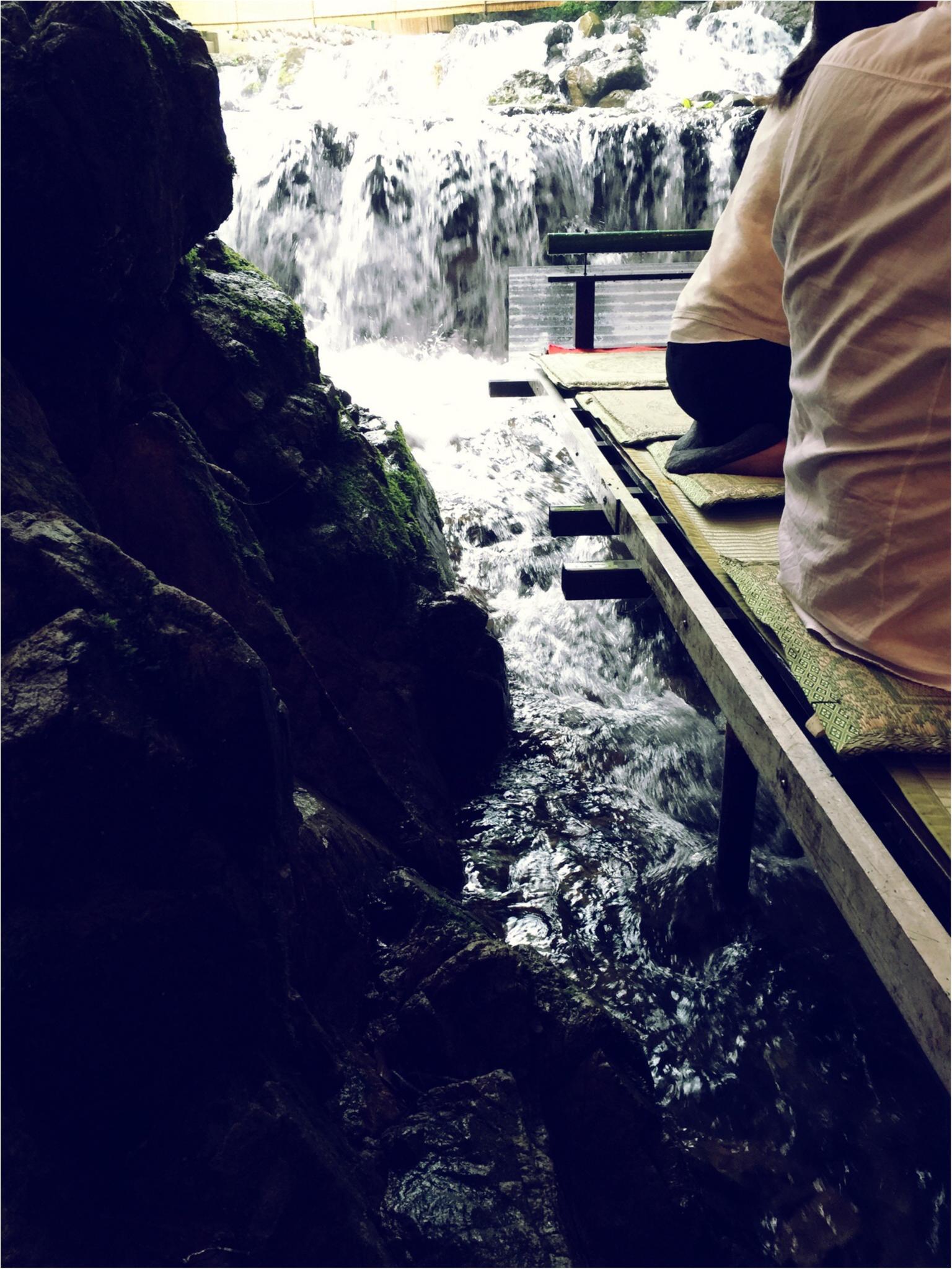 京都・貴船の滝つぼ……ではなく川床でお食事♪_2