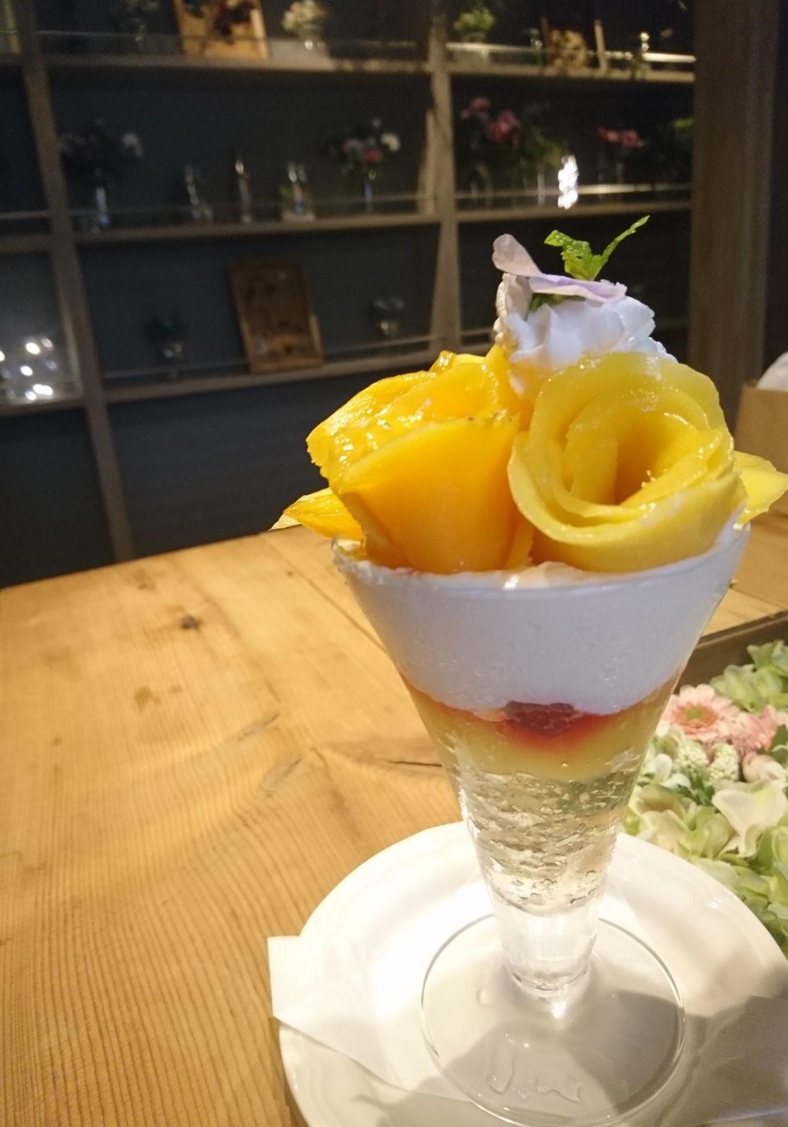 ≪大阪・梅田≫お酒とパフェが楽しめるおしゃれカフェ_1