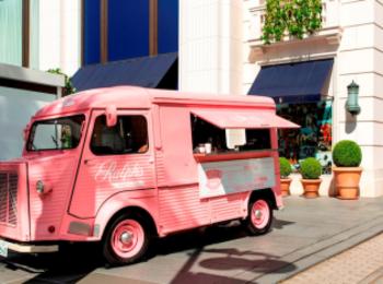 コーヒースタンドもピンクに染まる! 『ラルフ ローレン』のピンク ポニー活動に参加しよう☆