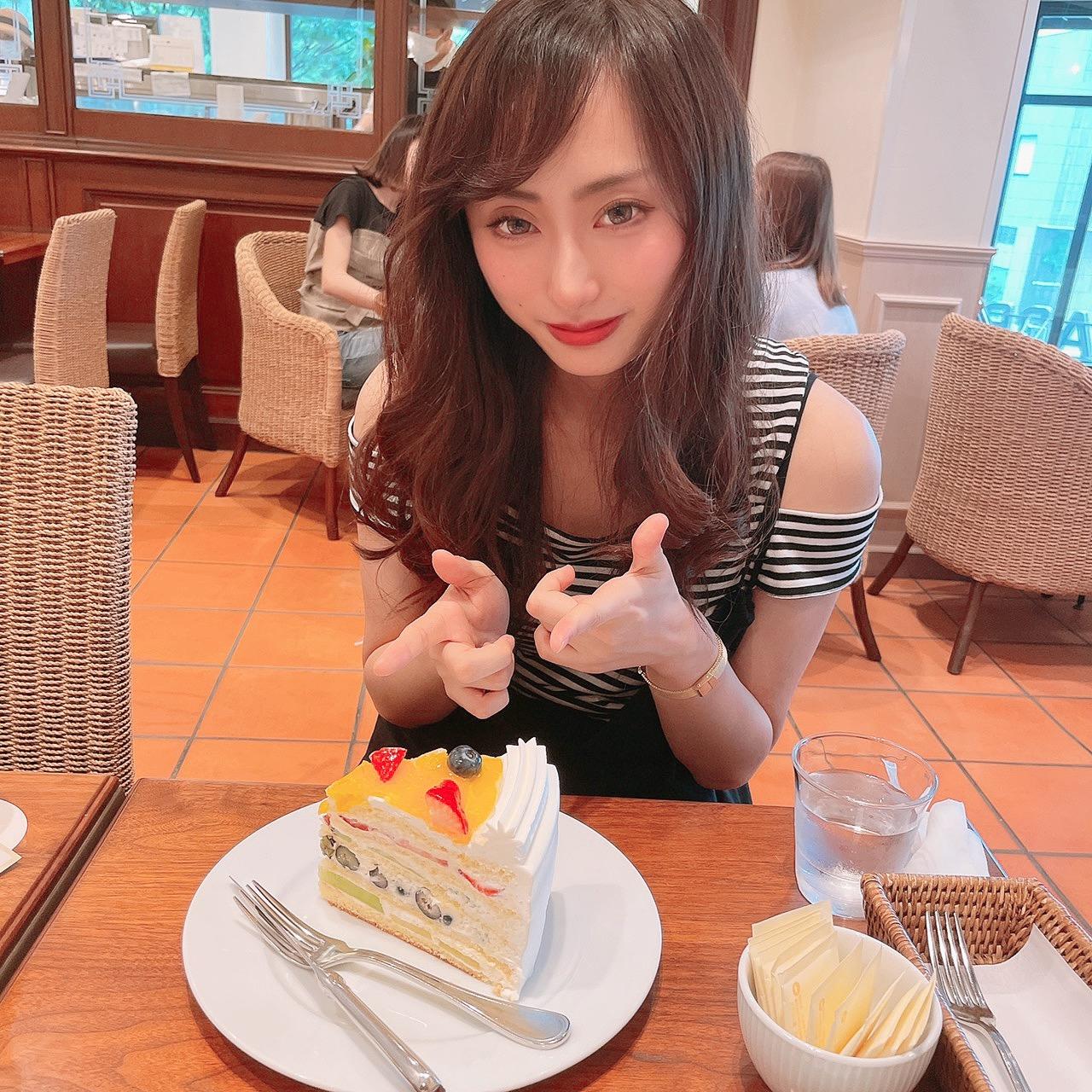 【HARBSのケーキ初めて食べてきたよ♡】_1