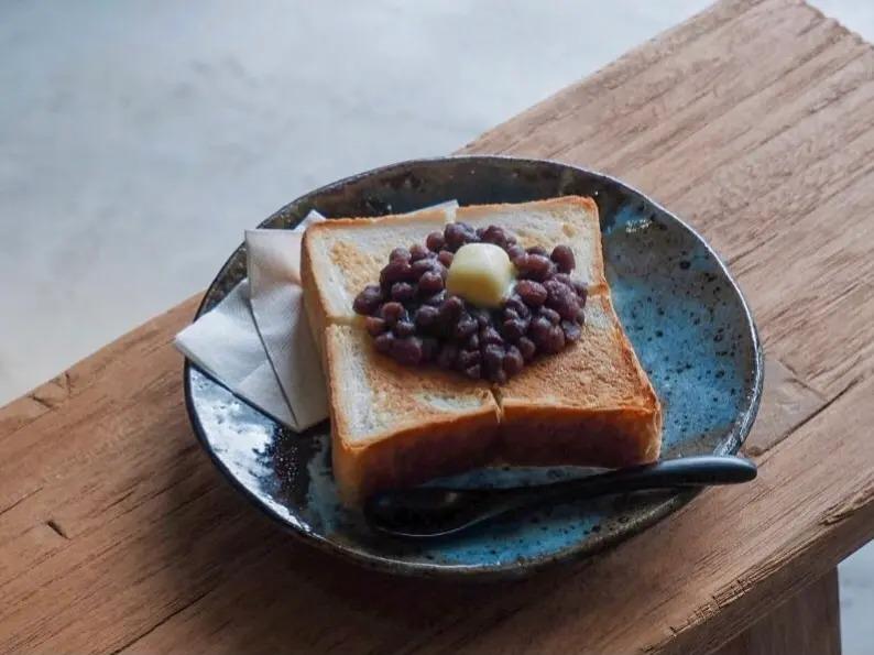 ボンタンカフェの小豆バタートースト