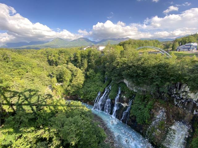 【女子旅におすすめ】北海道の美瑛にある『青い池』が綺麗すぎる♪一度は見たい絶景スポット_3