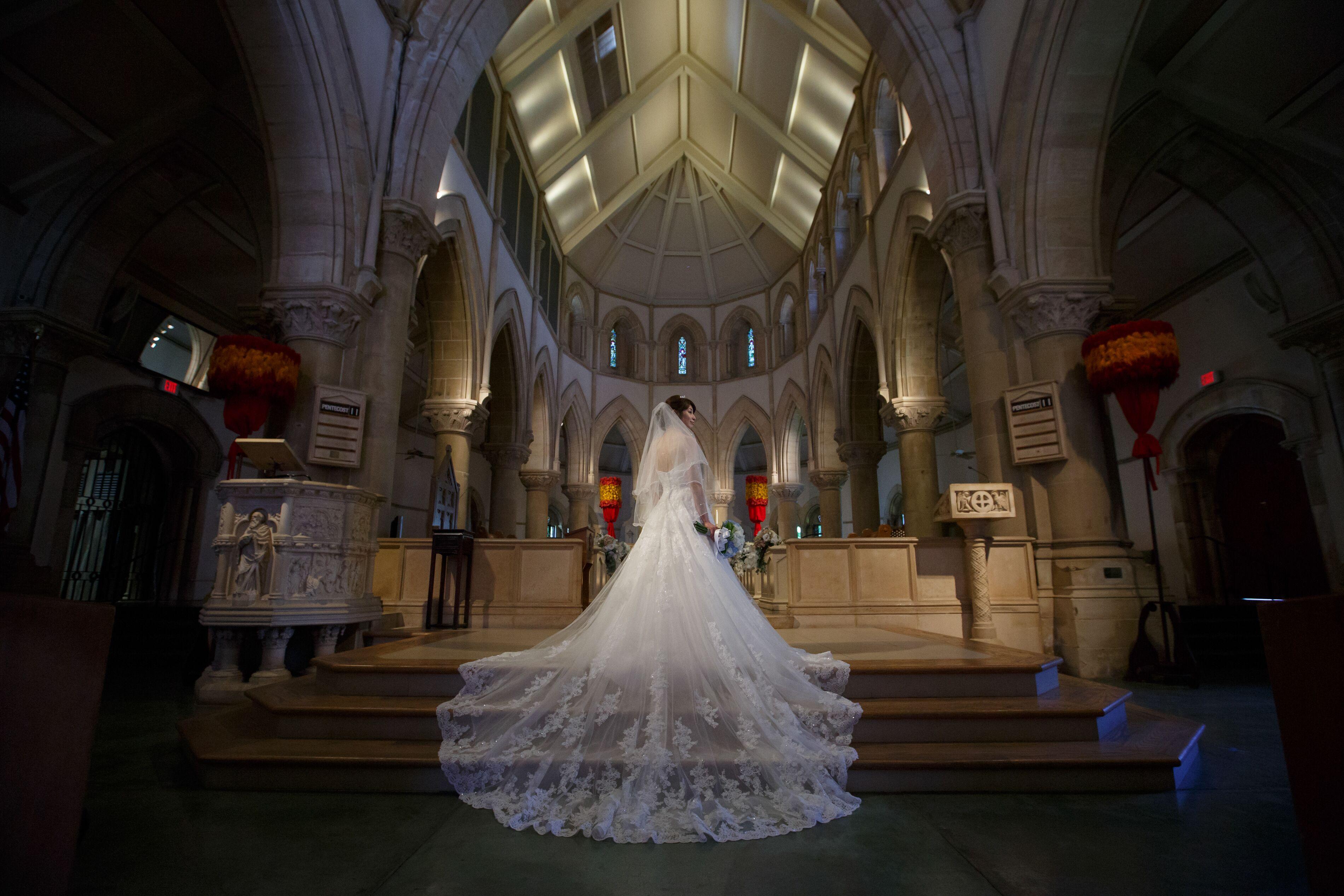 【ハワイ挙式】幻想的なステンドグラスが魅力的!セントアンドリュース大聖堂にて結婚式を挙げました♡♡_4