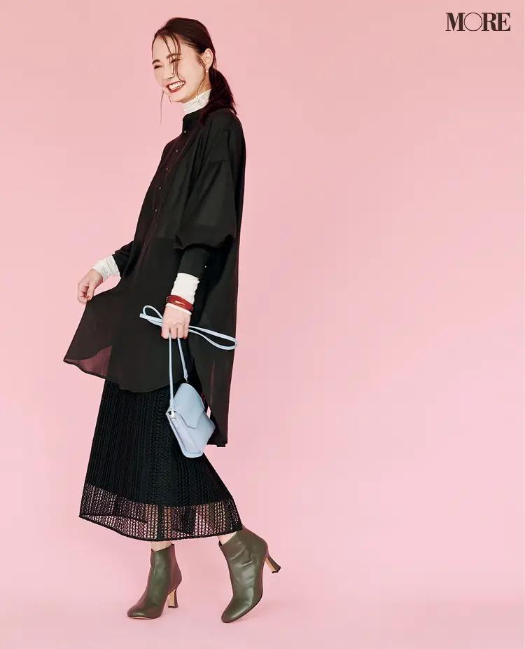 【2020-2021冬コーデ】黒のロングシャツ×黒のスカート×ショートブーツ