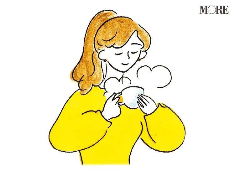 マグカップで温かい飲み物を飲む女性のイラスト