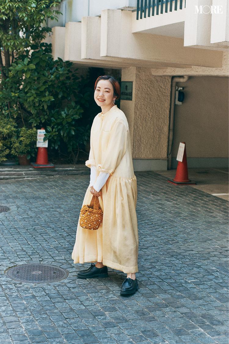 黄色のワンピースを着た高野麻子さん