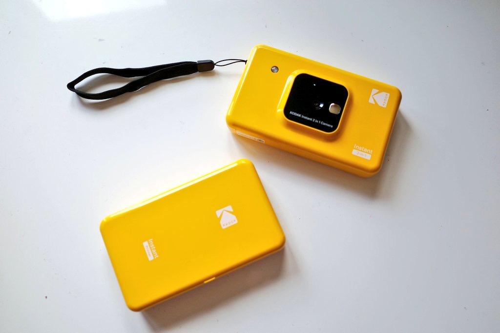 """インスタントカメラ""""Kodak""""を手にして_1"""