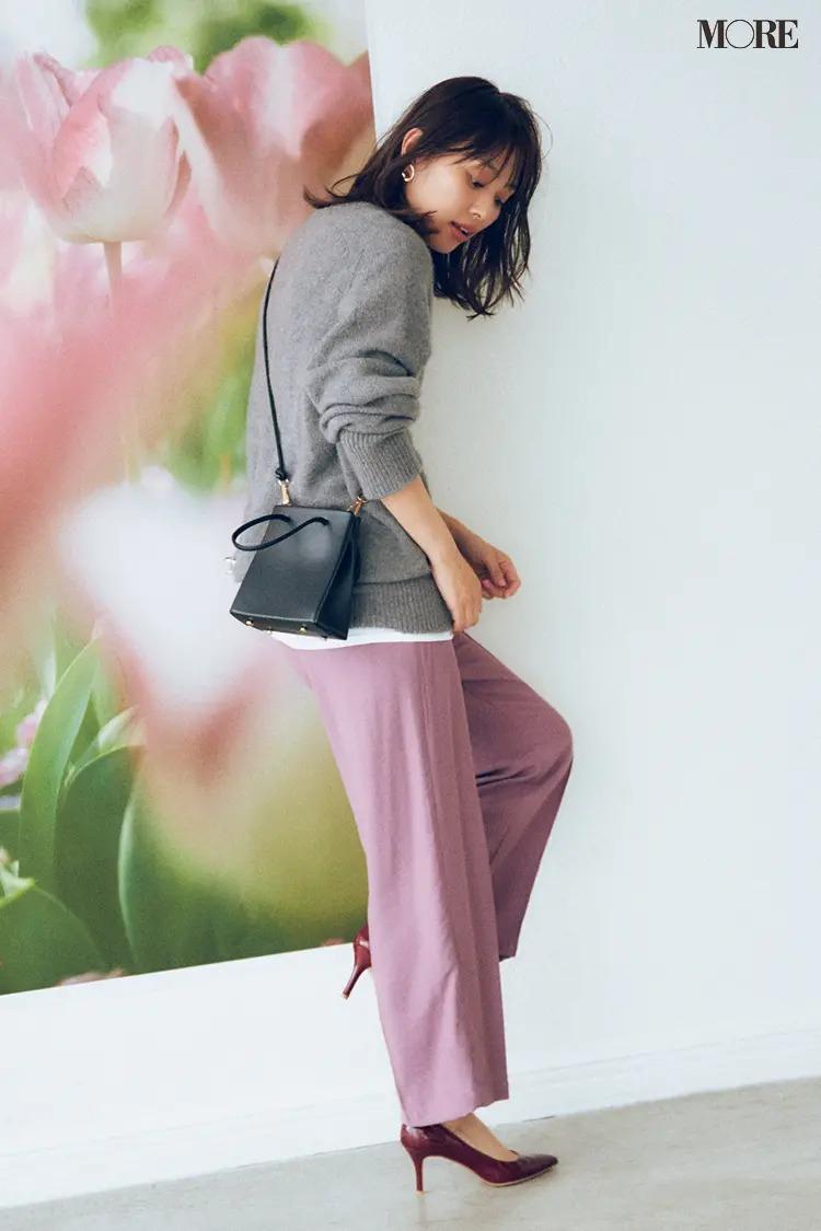 【2020秋コーデ】モーヴピンクのパンツから足もとへとつながるボルドーで色気アップ