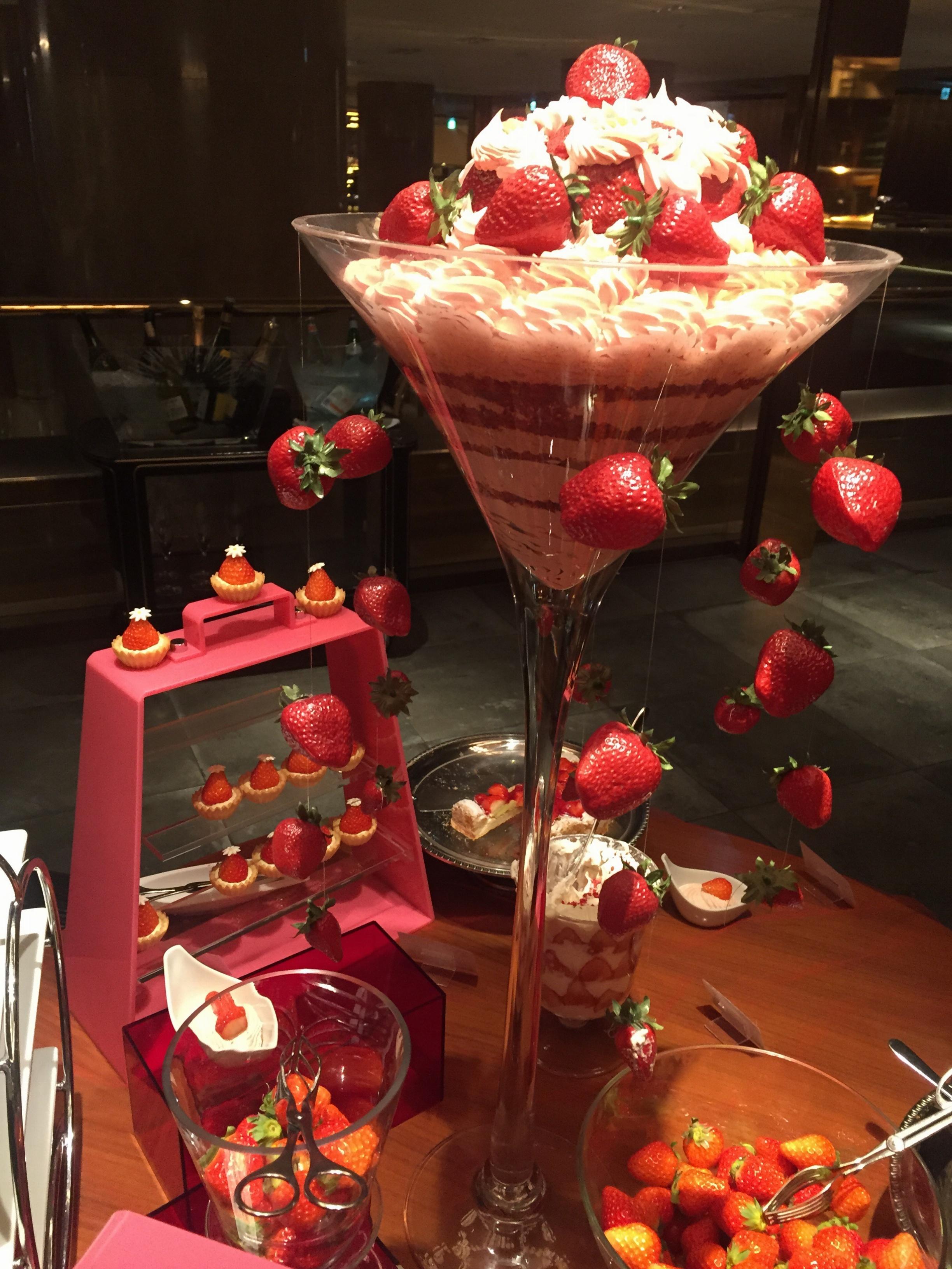 噂のヒルトン東京ホテルいちごビッフェで誕生日祝いしてもらいました♡_1