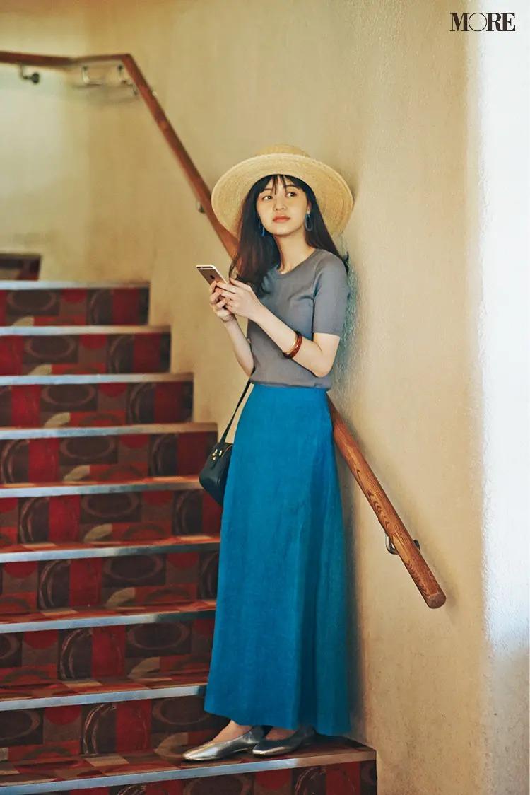 【帽子コーデ】麦わら帽子×アクアブルーのリネンスカート