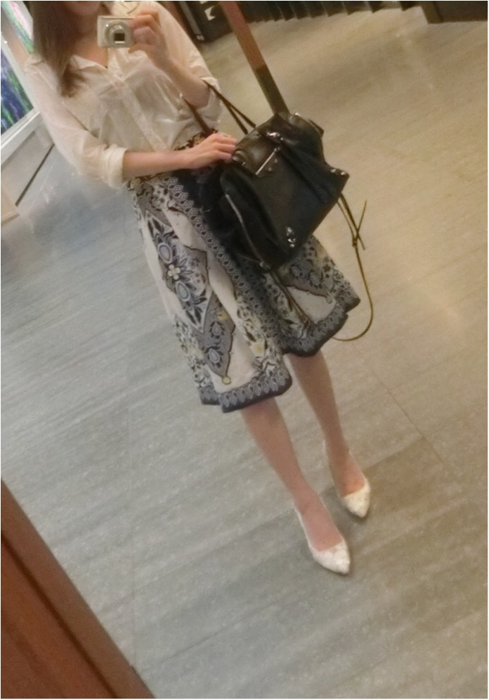 白ワイシャツ×ロングスカートで夏の爽やかコーディネート_1