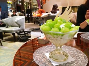【#パフェ部】期間限定!スワンが浮かぶシャインマスカットのパフェ@パレスホテル東京