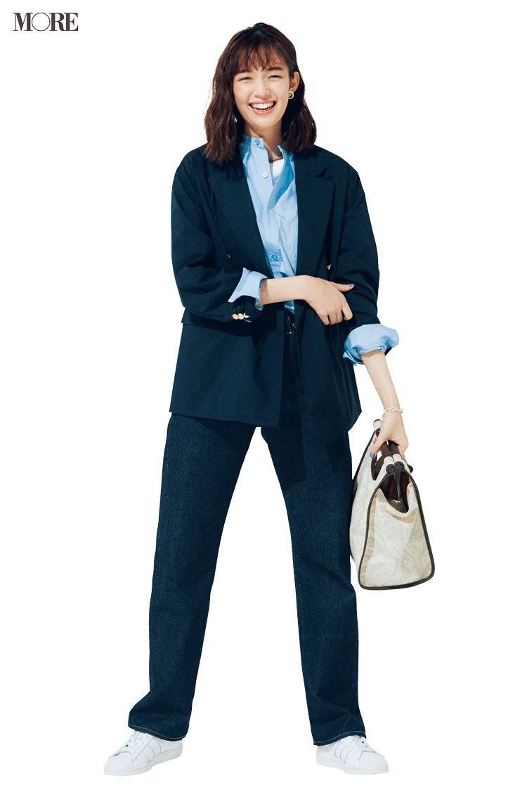 【今日のコーデ】白いスニーカーにジャケットとデニムの佐藤栞里
