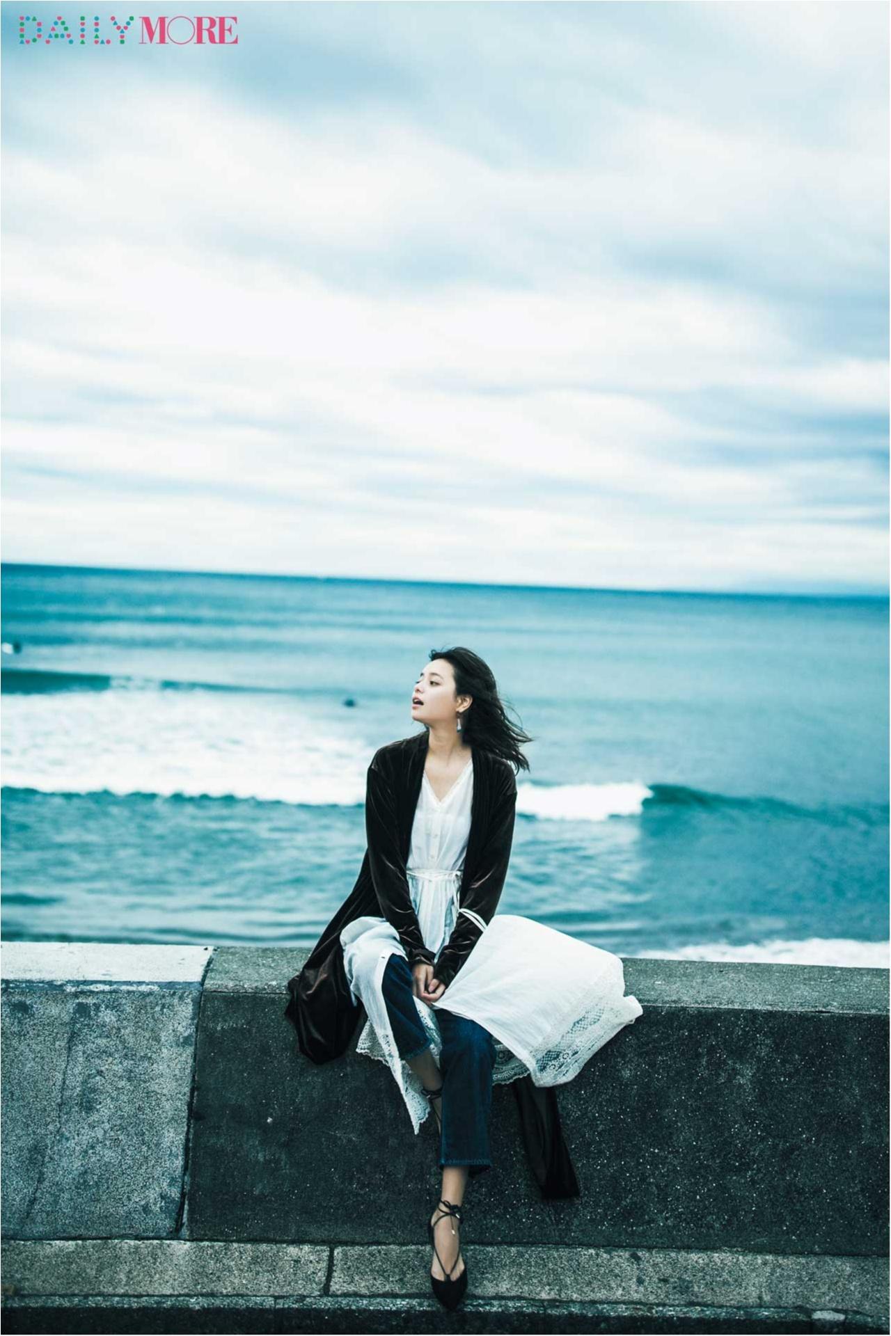 岸本セシルが大好きな海で語る2017年の私。【モア40周年イヤー「なりたい私に着がえよう。」オリジナルムービー】 _1