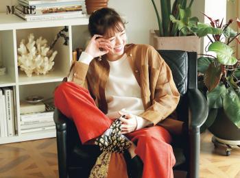 【今日のコーデ】<佐藤栞里>カラーパンツとシアーシャツの旬コンビで楽しい休日に♪
