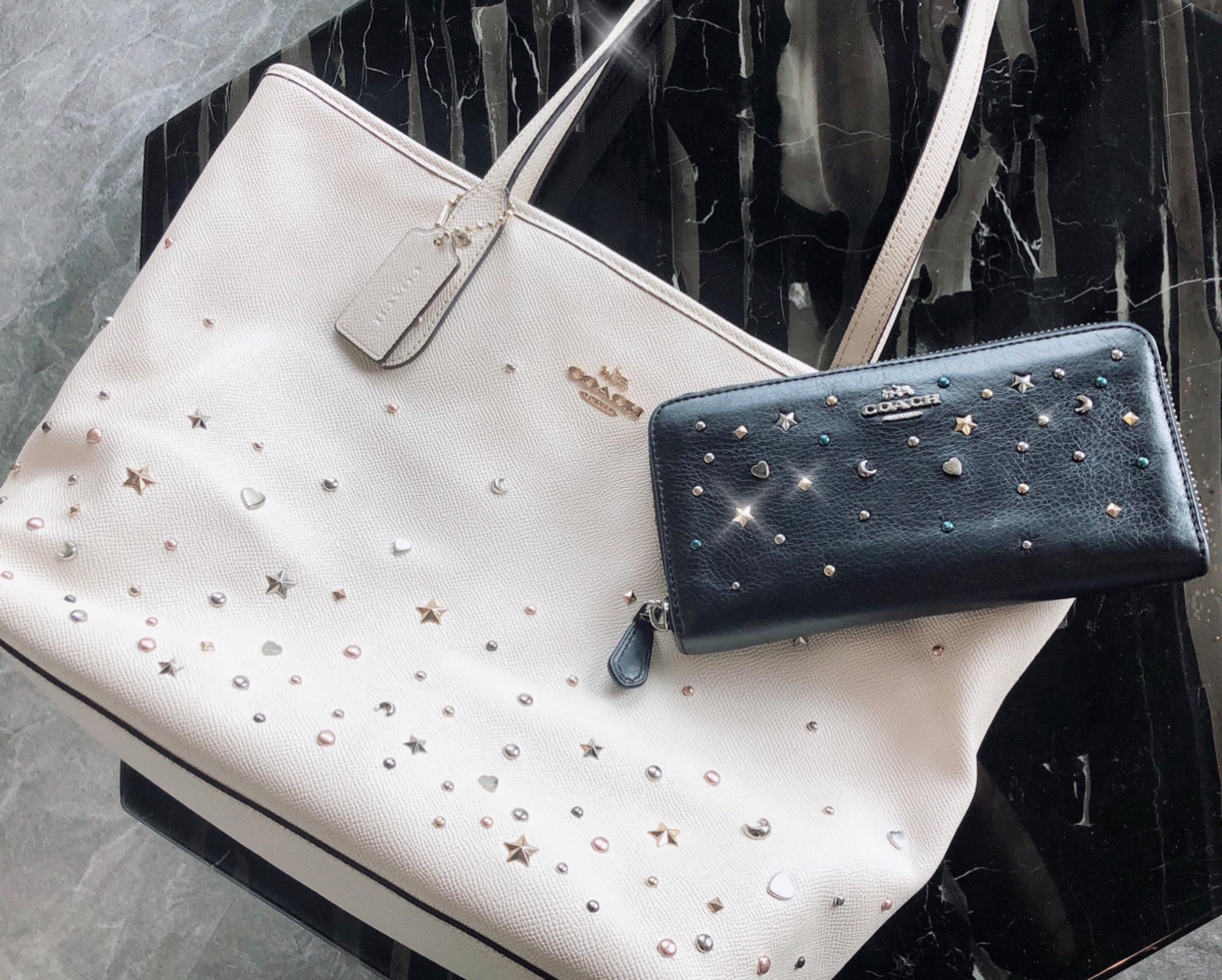 【20代女子の愛用財布】《COACH》派手すぎない星空みたいなキラキラスタッズがお気に入り˚✧₊バッグもお揃いで使用しています♩_1
