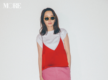 【今日のコーデ】<飯豊まりえ>休日のランチ女子会。赤とピンクの技あり同系色コーデに視線を集めて