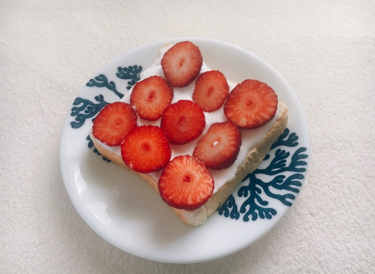 【おうちカフェ】いちごで簡単キュートなトーストアレンジに挑戦❤︎_2