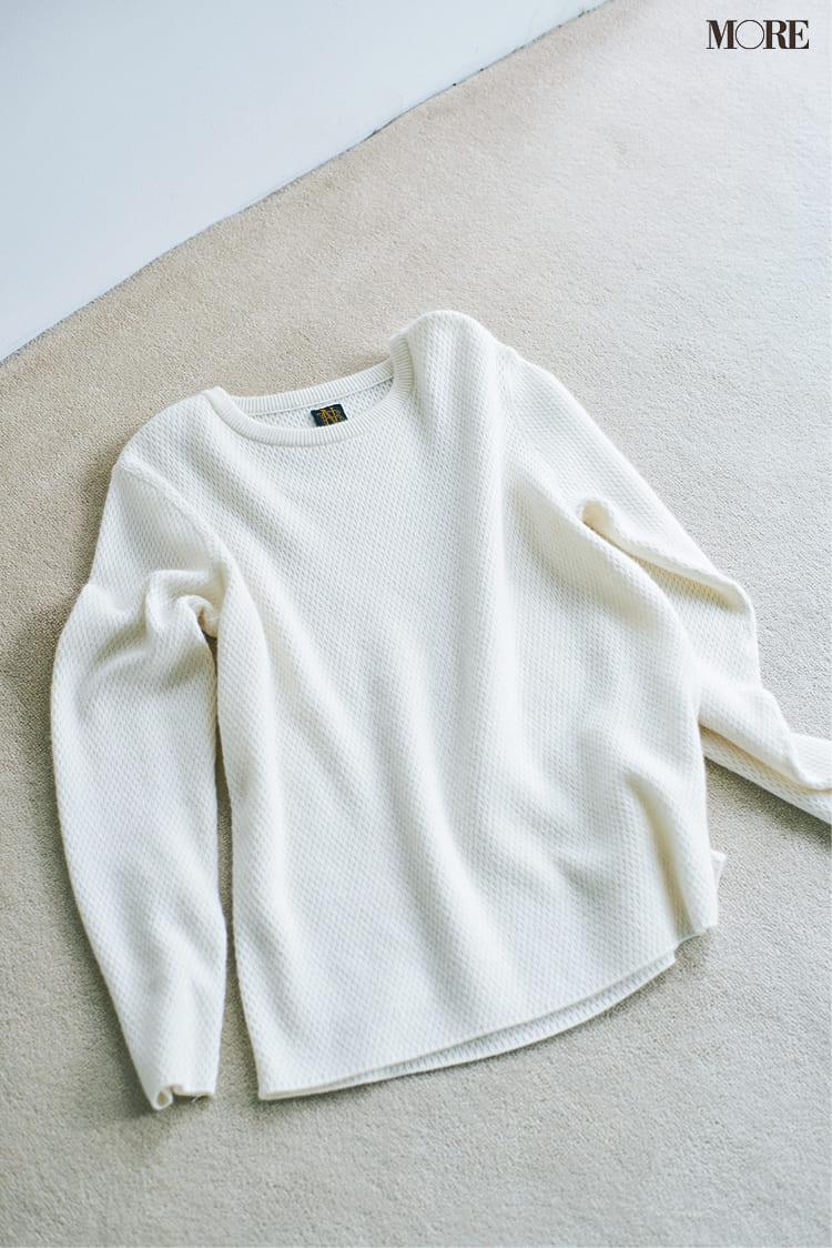 白ニットコーデ【2020冬〜春】- 着膨れしない細見えテクニックなど、白い服の最旬レディースコーディネートまとめ_51