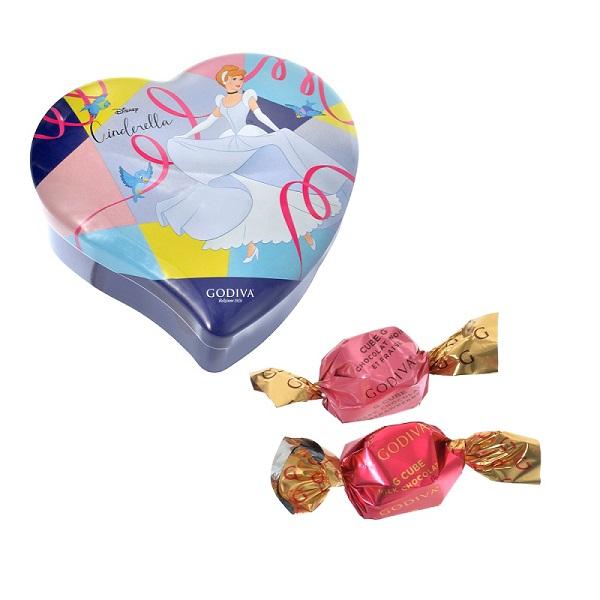 『ディズニーストア』のバレンタインアイテム「【GODIVA】シンデレラ G キューブ アソートメント ミニハート缶 Special Valentine」