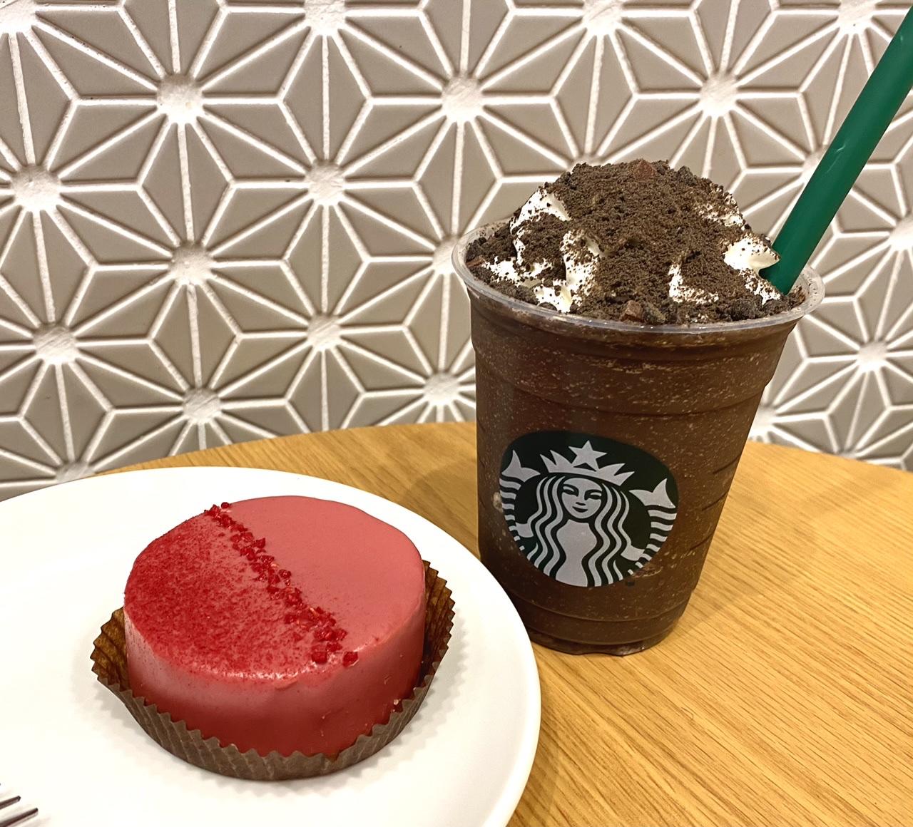 【スタバ 新作レポ】バレンタイン2021第2弾「チョコレート オン ザ チョコレート フラペチーノ」と「ルビーチョコレートケーキ」