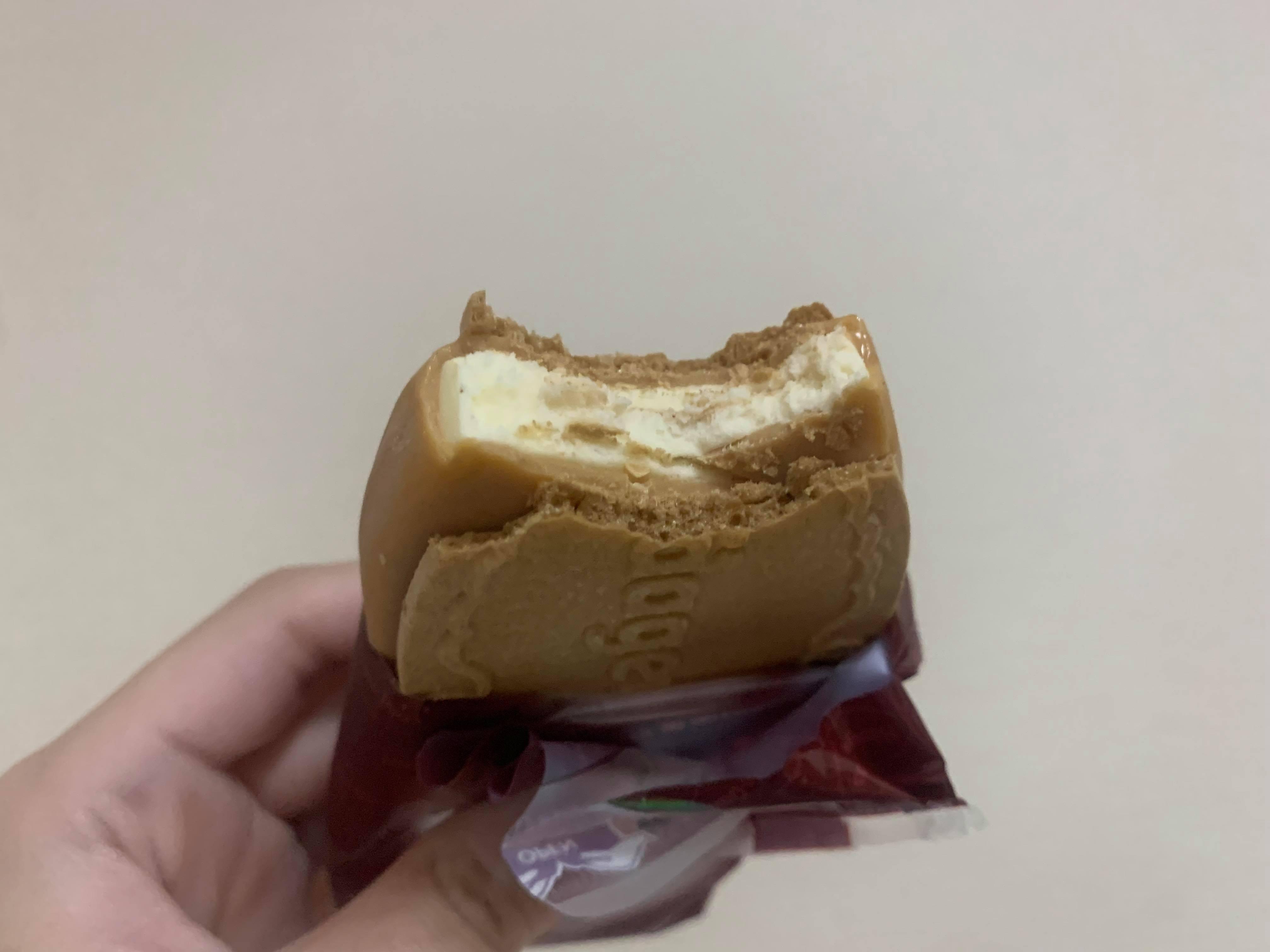 【新作アイス】発酵バター使用の濃厚クリスピーサンド♡ハーゲンダッツ「アーモンドバターサンド」がめちゃうま!_3