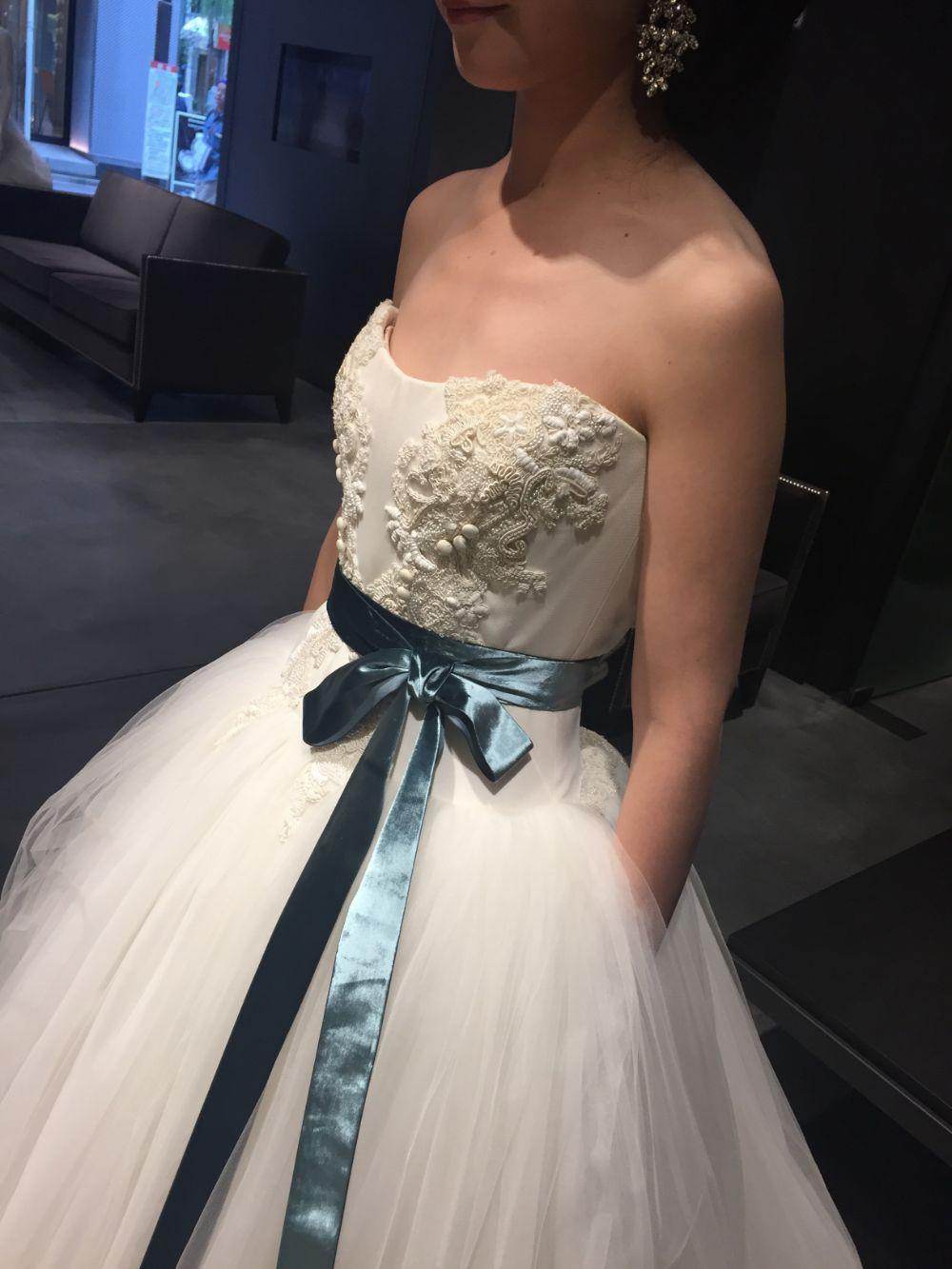卒花さんに聞く【ドレス特集】-  結婚式・二次会におすすめ! プレ花嫁さんに人気のおしゃれなウェディングドレスは?_17