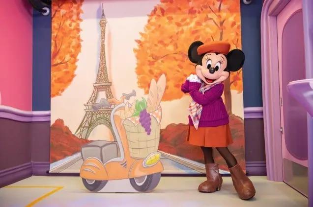 秋の装いをしたミニー