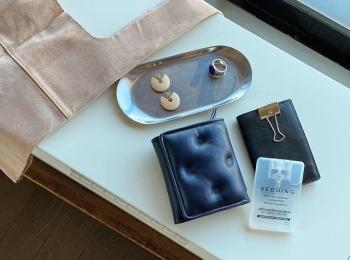 『メゾン マルジェラ』のお財布など、バッグの中身を公開!