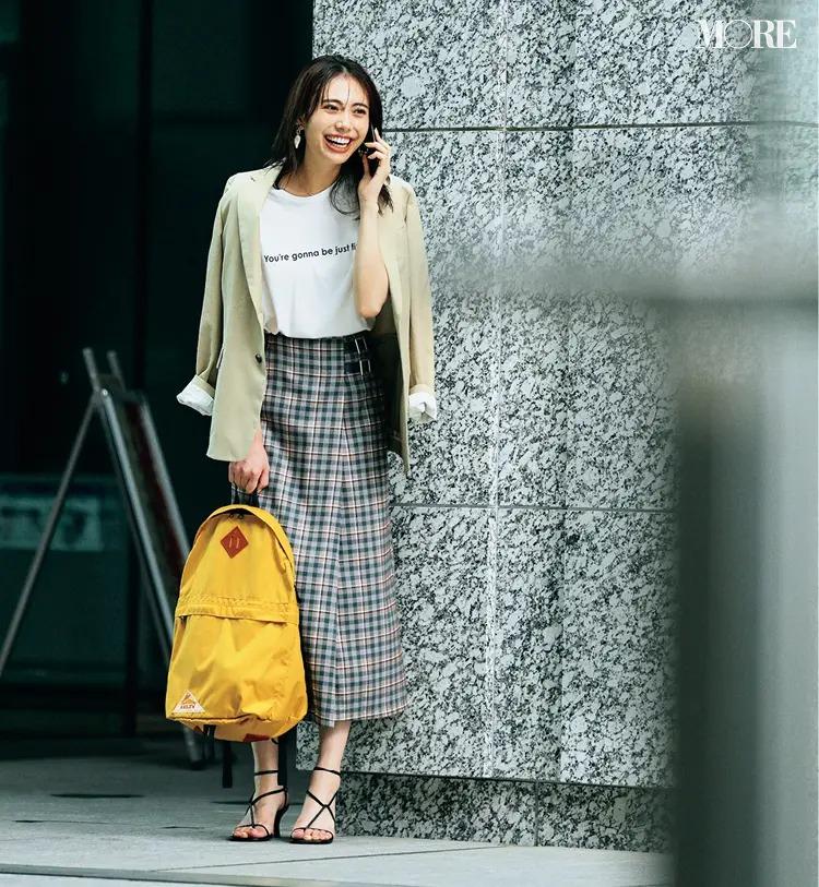 【2021秋コーデ】チェック柄スカート×Tシャツ×ジャケットのコーデ