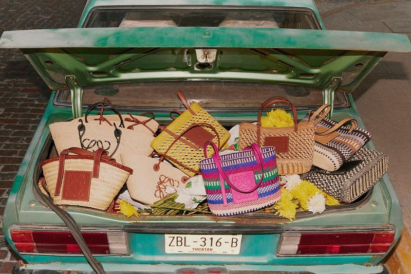 ロエベのカプセルコレクション「パウラズイビザ」バッグの集合