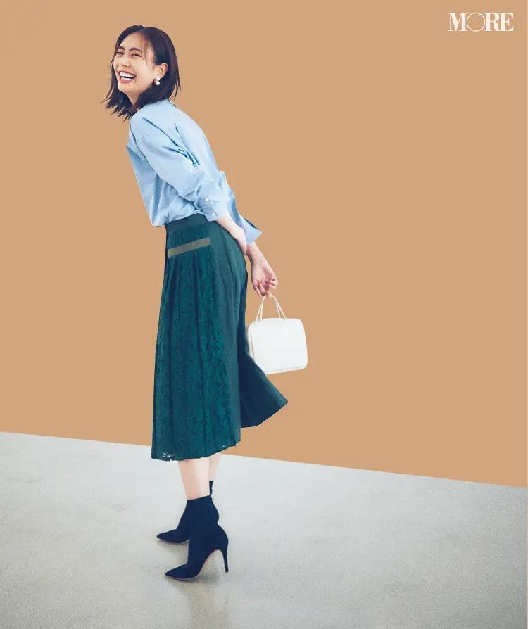 「水色のシャツ」でつくるパリジェンヌ風の通勤コーデ2