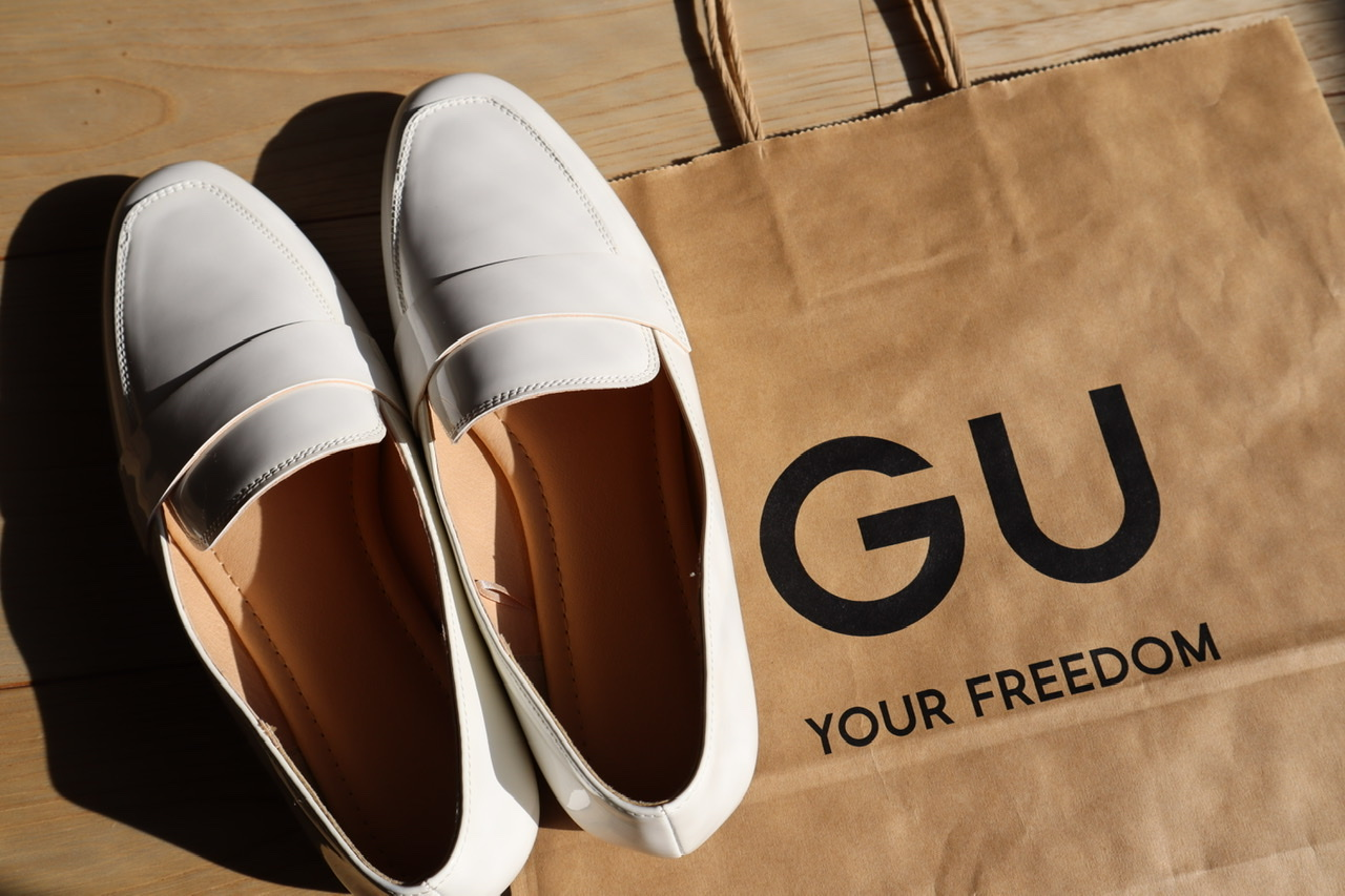 《売り切れ前にゲットしたい❤️》【GU】¥990白ローファーが使える!☻_1