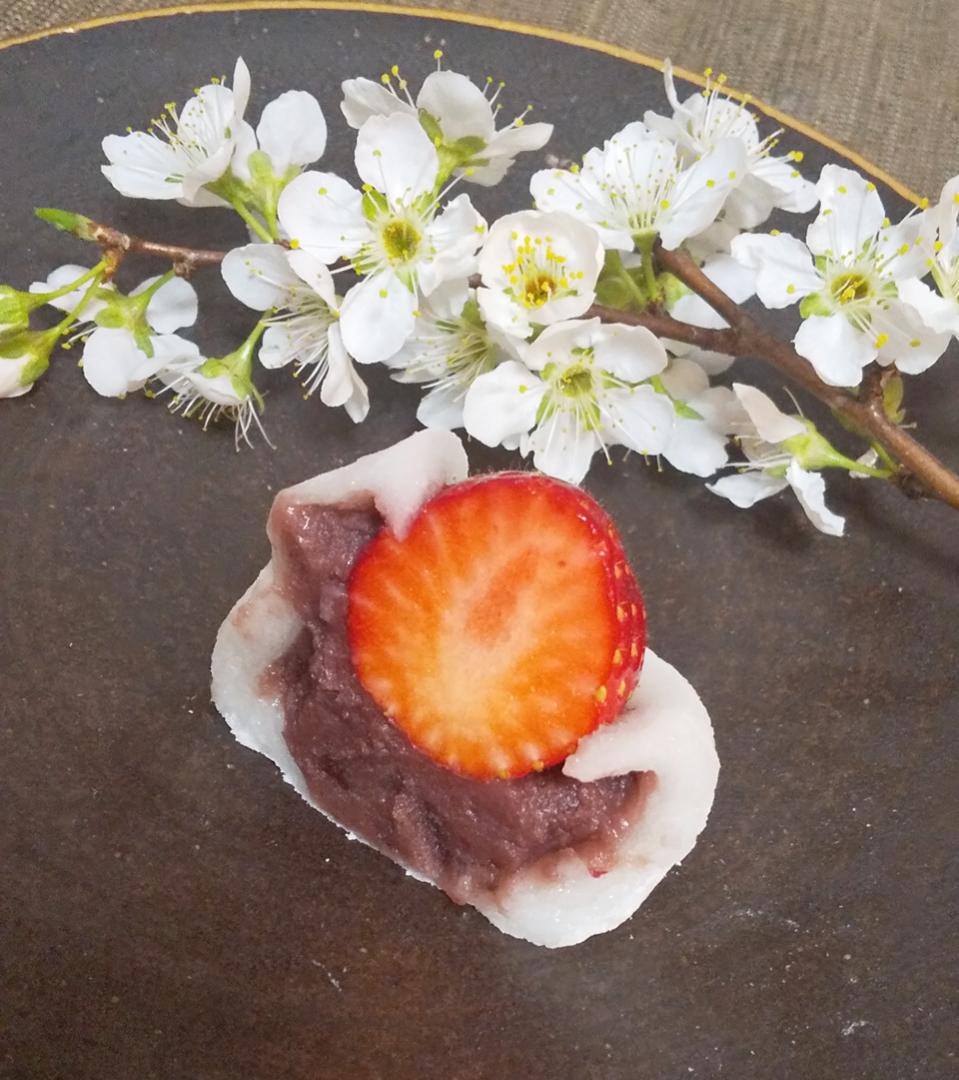 【おすすめいちごスイーツ】老舗゛紀の国屋゛の《いちご大福》と《桜餅》で春を味わう:*_4
