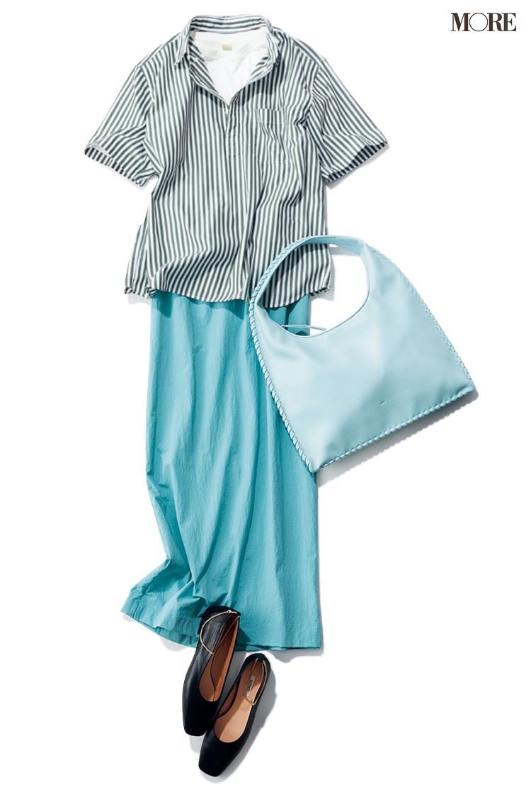 ストライプシャツ×水色スカートのコーデ