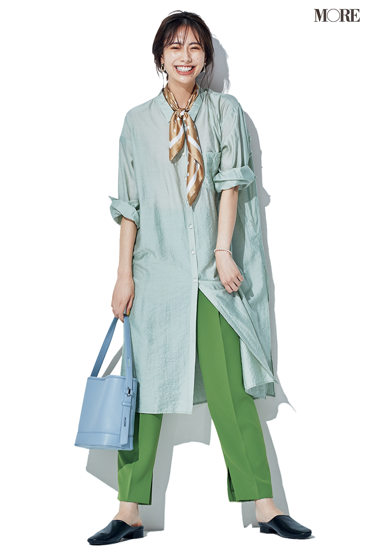 グリーンのパンツにミントグリーンのシャツを合わせる