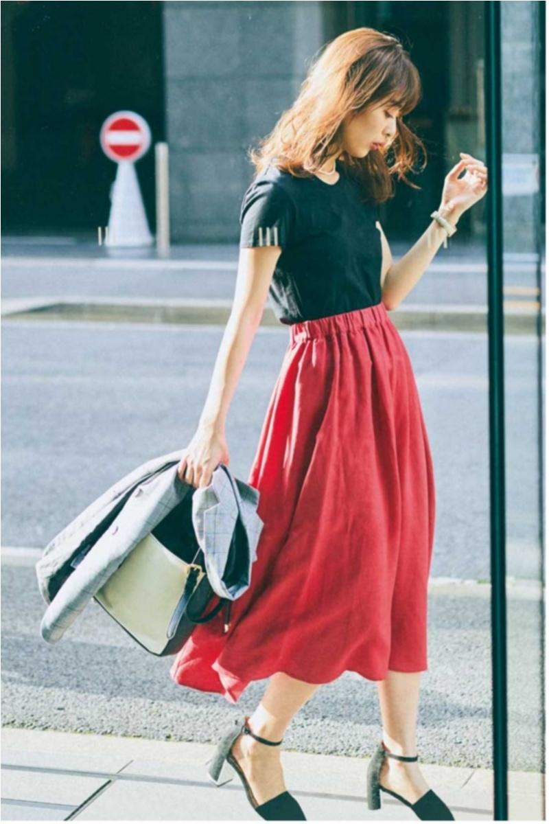 着るだけで華やぐ【真夏のきれい色ボトム】コーデ15選   ファッション_1_9