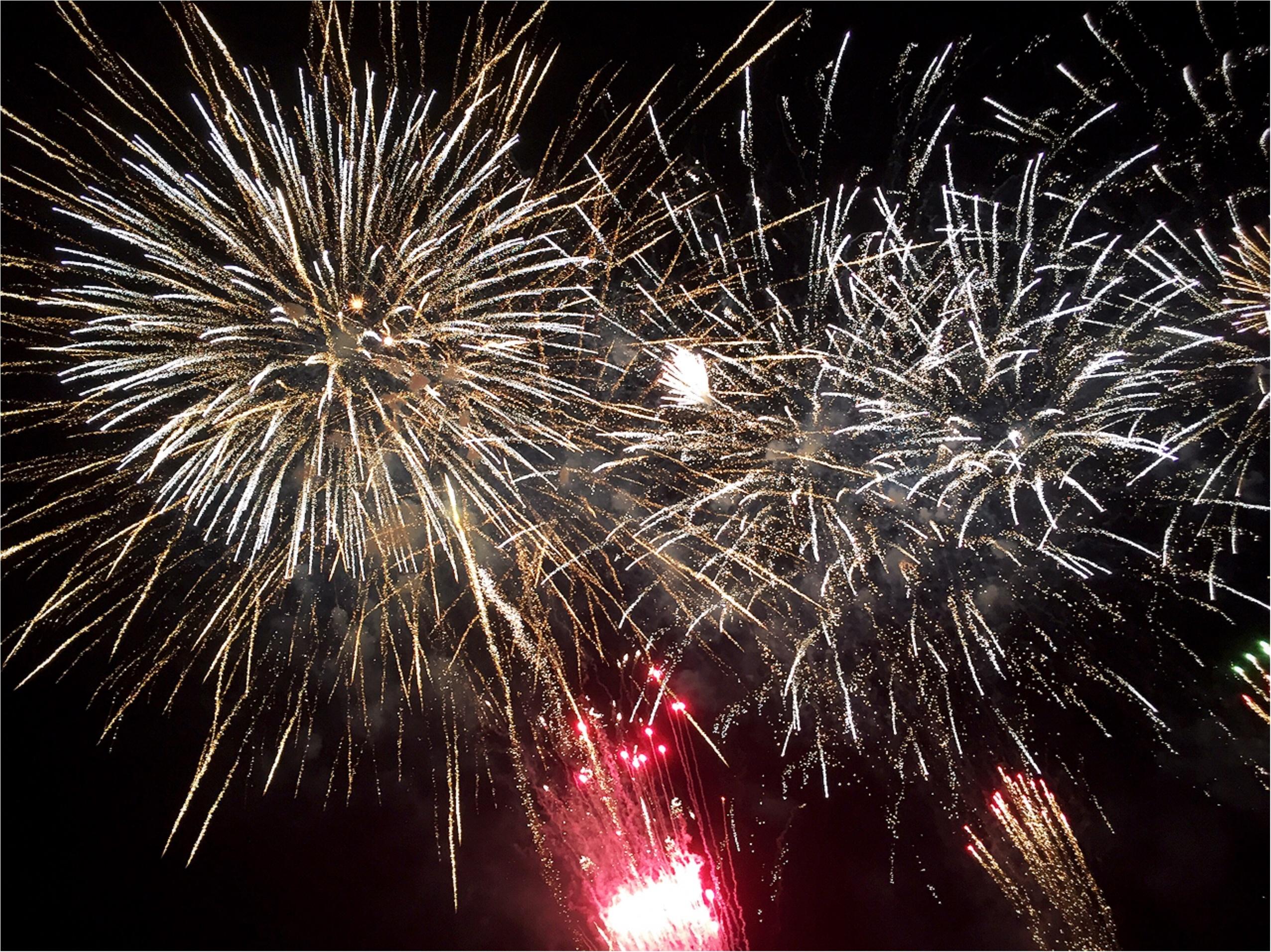 今年初の花火大会へ!頭上を降り注ぐ迫力満点の花火が♡*_5