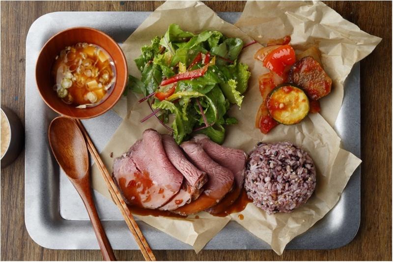 新宿のおすすめヘルシーランチはD.I.Y. salad & delicatessen2