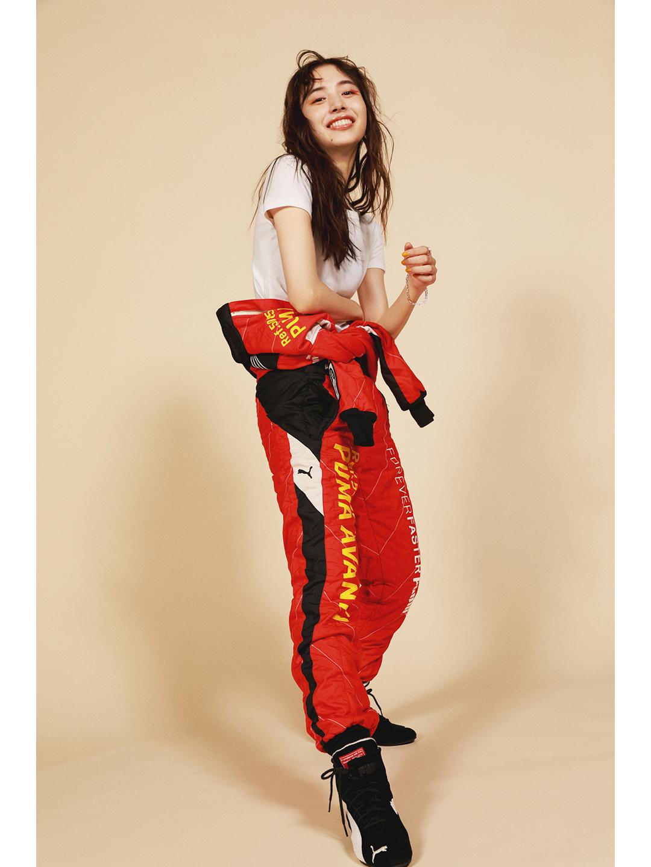 モアモデル井桁弘恵がラリージャパン開催を記念してレーサーのコスプレに挑戦。レーシングスーツがお気に入り