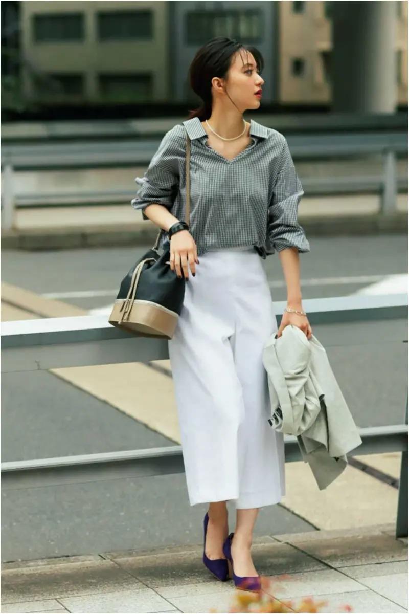 【夏の白パンツコーデ】可愛げもきちんと感も叶うギンガムシャツで白パンツを脱・コンサバ