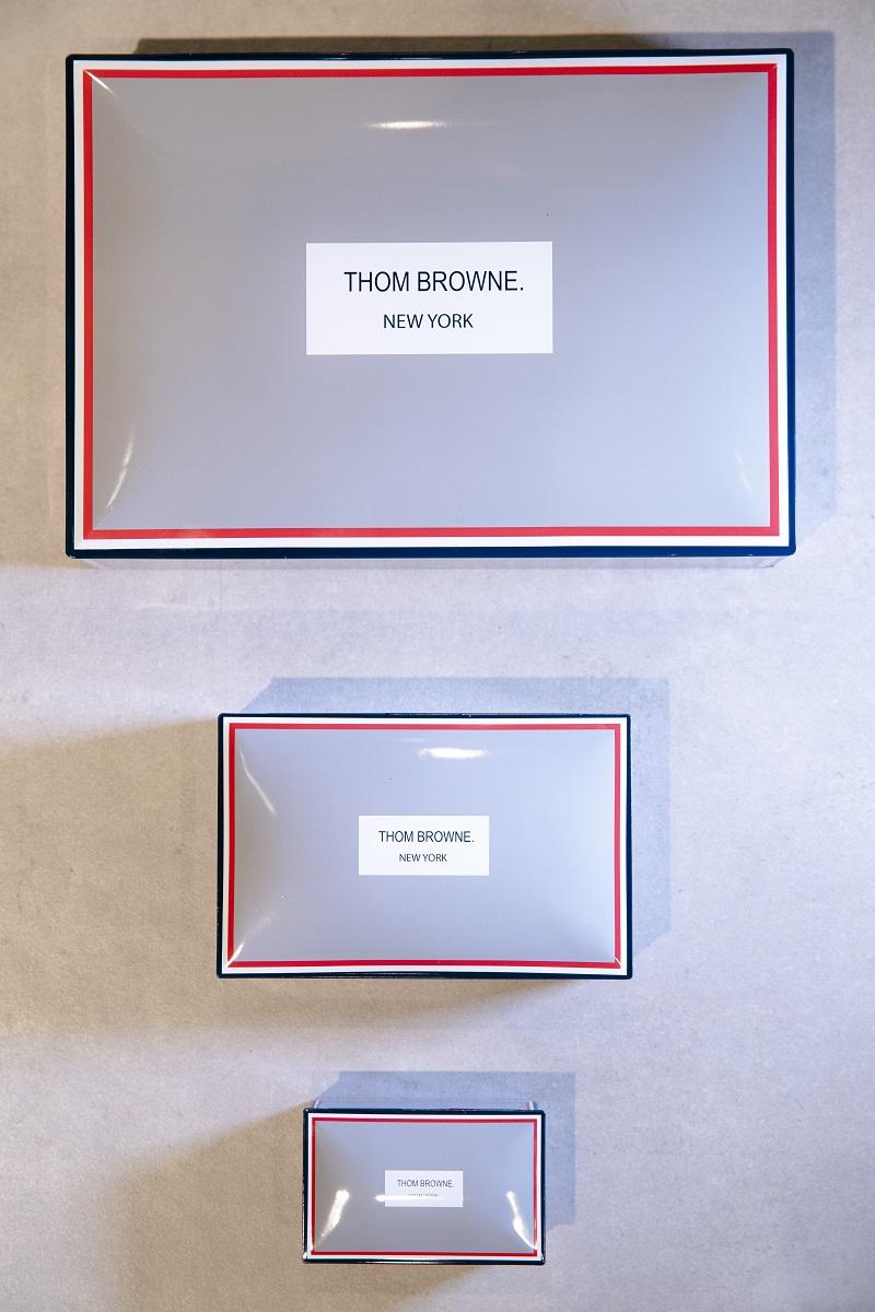 「トム ブラウン」の世界初チョコレートショップが大阪・阪急うめだ本店に! バッグやキーホルダーなど、限定アイテムの販売も_2