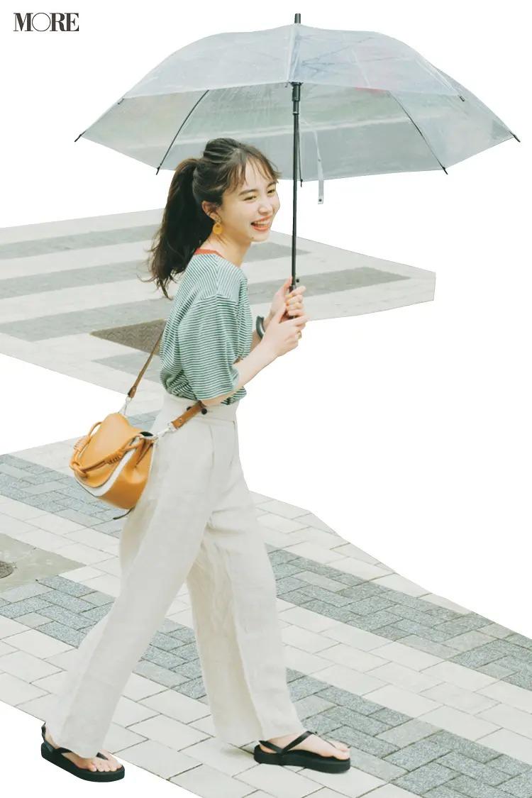 【井桁弘恵の夏コーデ】ボーダーTシャツ×白パンツ×サンダルのコーデ