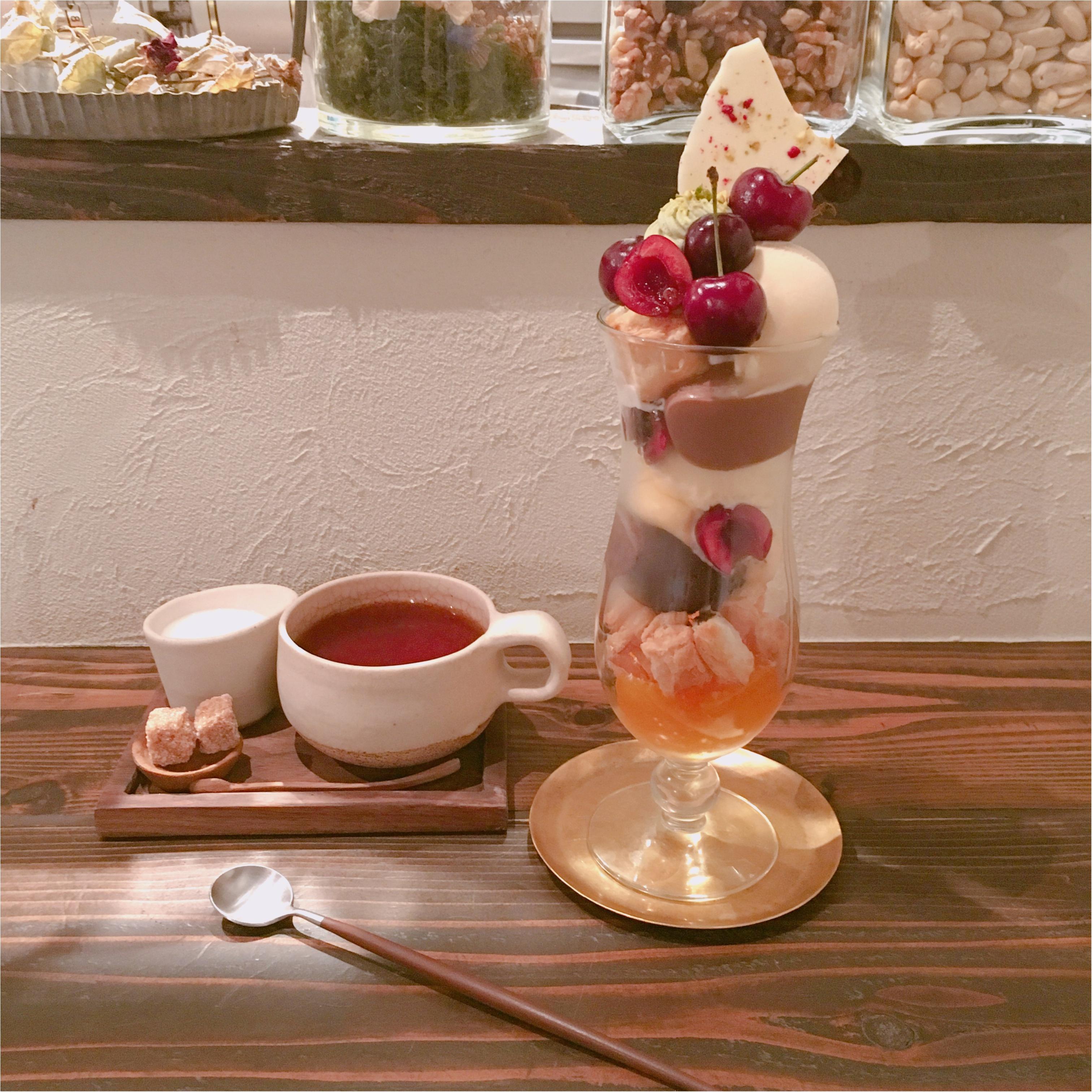 《大好きなカフェめぐり》チェリーがゴロゴロ♪ おしゃれカフェで頂く、季節のフルーツを使ったパフェ♡_5